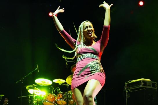 Kymani Marley Back Up Singer , Live Festival Des Garrigues, France - Photo  : Fred reGGaeLover 2014