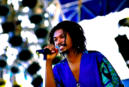 garnett_silk_performing_on_stage